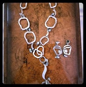 Unique silver artistic necklace w/matching earring